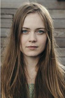 Hera Hilmar (Hester)